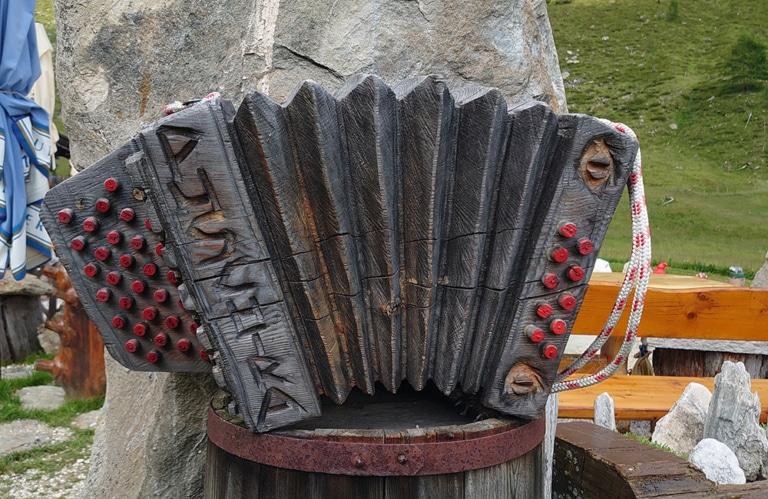 Altfasstal bei Meransen - Pranter Stadtlhütte Harmonika aus Holz
