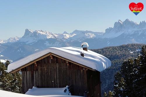 Wandern auf der Villanderer Alm (Südtirol im Winter)