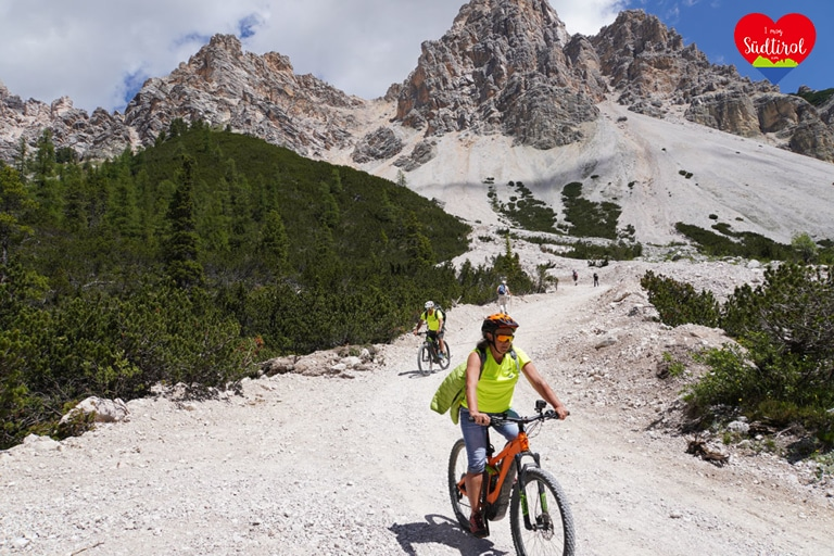 Auf dem Rückweg mit dem E-Bike von der Lavarellahütte