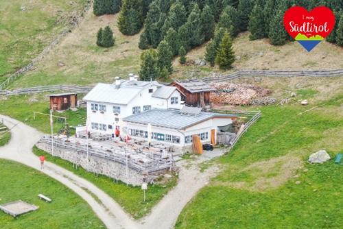 Read more about the article Wander- oder E-Biketour zur Klausnerhütte im Eisacktal