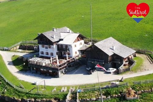 Read more about the article Wander- oder E-Biketour zur Stöfflhütte auf der Villanderer Alm